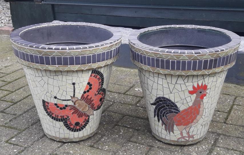 Mozaiek bloempotten voor buiten in de tuin